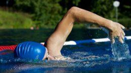 Sådan sikrer du ørerne mod skader under sport