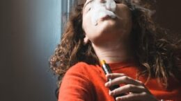Kvinde, e-cigaret, rygning, røg