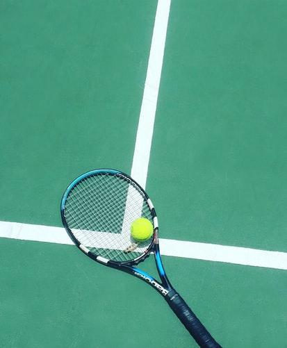 Tennis bane